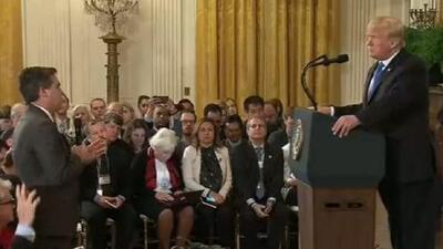 Altercado entre el presidente Trump y el periodista Jim Acosta, tema de debate en el cara a cara