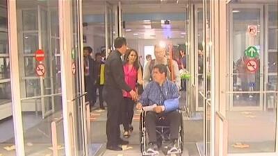 Padre Esequiel Sánchez regresa a Chicago tras sobrevivir del accidente aéreo en Durango, México