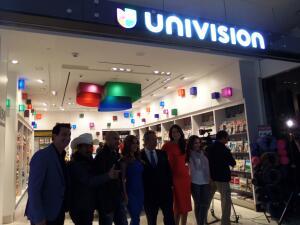 Univision inauguró tienda en LAX