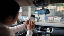Una distracción que puede provocar mortales accidentes: por qué no deberías ver tu celular mientras conduces