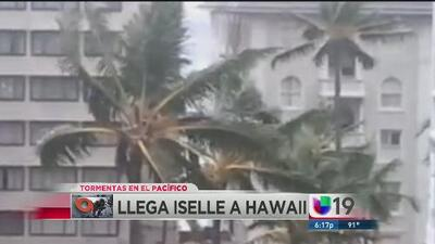 Tormenta tropical Iselle llega a Hawaii