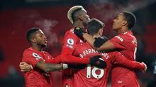 Manchester United derrota al Aston Villa y es primero en la tabla