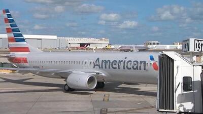 En un minuto: Un error informático de American Airlines podría dejar a millones de personas sin vuelo en Navidad