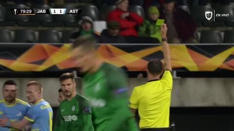 Tarjeta amarilla. El árbitro amonesta a Michal Travnik de FK Jablonec