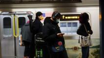 """""""Es culpa del alcalde"""": habitantes de Nueva York sobre causas del aumento de actos violentos en el metro"""