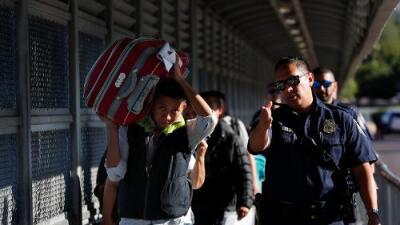 Juez bloquea el veto de Trump que impedía a ciertos migrantes pedir asilo en la frontera