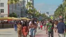 Autoridades de Texas muestran preocupación ante una posible ola de contagios de coronavirus por reuniones y viajes durante el 'spring break'