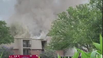 Voraz incendio en el suroeste de Houston causa cuantiosos daños materiales y deja varios afectados