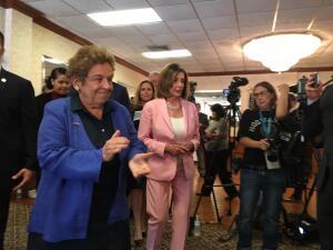 Nancy Pelosi se reúne con líderes venezolanos y reafirma el apoyo demócrata al TPS