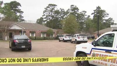 Enmascarados y portando armas de fuego: así fue como varios sospechosos asaltaron una clínica en Texas