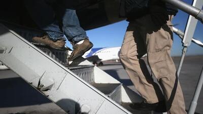 ¿En qué consiste la medida que pretende acelerar la deportación de inmigrantes indocumentados?