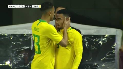 ¡Jogo Bonito en su estado puro! Brasil marca el tercero