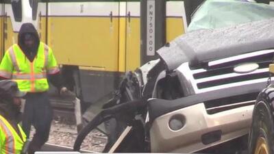 Accidente mortal en Dallas provoca largos retrasos en líneas del tren DART y pasajeros fueron reubicados