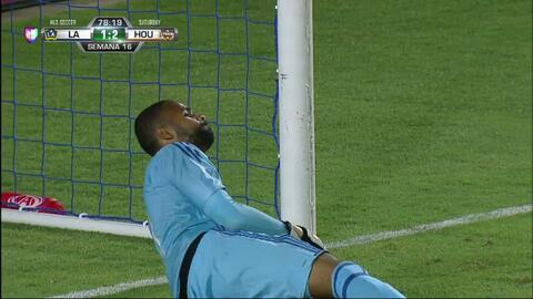 Pase de Mauro Manotas,que marca el gol