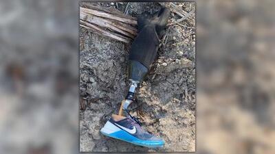 Reencuentro inesperado: hombre amputado recupera la prótesis que perdió al saltar en paracaídas