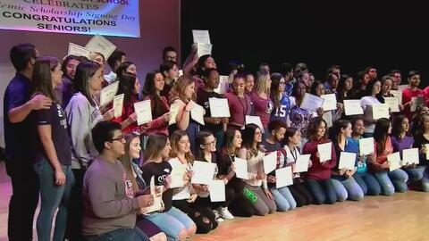 Decenas de alumnos en Hialeah reciben becas para estudiar en las mejores universidades de EEUU