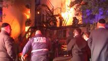 Muere al menos una persona en un enorme incendio en un ancianato de Nueva York