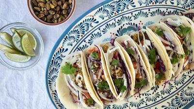 Tacos de Pescado Empanizados en Pistachos