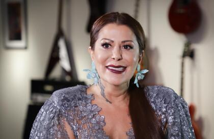 """""""Le he dado todo, tiene dos carreras y un patrimonio. Soy una madre trabajadora y he servido como madre y padre a la vez"""", dijo Alejandra Guzmán cuando fue cuestionada por reporteros sobre su relación con Frida Sofía."""