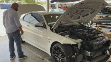 Llevó su automóvil para que se lo repararán en un concesionario y cuando fue por él lo encontró chocado