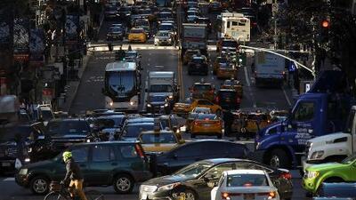 Aprueban millonario plan para rediseñar calles de Nueva York y votarán siguiente fase de juicio político contra Trump