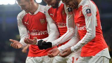 Giroud y Walcott meten al Arsenal en cuartos de final de la FA Cup