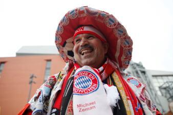 El extravagante fanático de Bayern Münich en la casa de Liverpool en la Champions