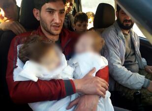 """Los sobrevivientes del horror que dejó el """"ataque químico"""" en Siria (FOTOS)"""