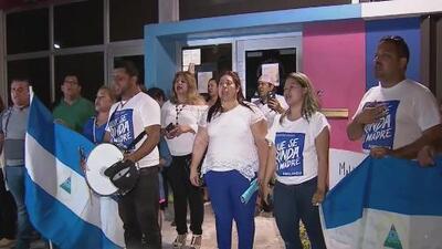 Nicaragüenses en Miami realizan una vigilia en memoria de los muertos en las protestas de su país
