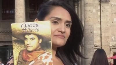 Esta joven asegura que es hija de Juan Gabriel, pero su propio hermano la desmiente