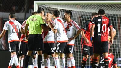 River Plate recibió un duro golpe al ser goleado por Colón
