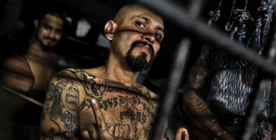 La Mara Salvatrucha: El violento grupo criminal que nació en un vecindario de edificios viejos en Los Ángeles
