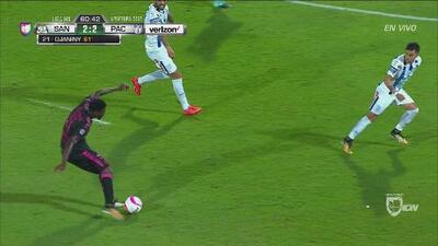 Tremendo error de Alfonso Blanco y Djaniny hace el 2-2 de Santos