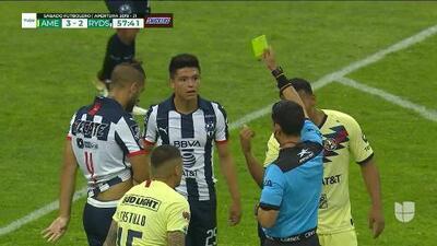 Tarjeta amarilla. El árbitro amonesta a Jonathan González de Monterrey