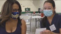 Clínicas de vacunación en Sacramento reportan baja asistencia de personas hispanas