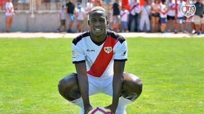 """Advíncula """"se siente en casa"""" por similitud entre el jersey de Rayo Vallecano y Perú"""