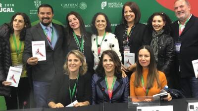 Periodista de Univision 45 entre los autores latinoamericanos que presentaron libro en feria internacional