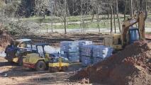 Trabajadores de la construcción hallan un cadáver en una obra en desarrollo en Brookhaven