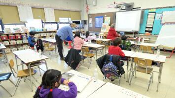 Gobernador de Nueva York anuncia nuevas reglas para mantener abiertas las escuelas