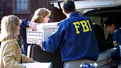 FBI tiene al menos 1,000 investigaciones activas sobre grupos supremacistas blancos que intentan atacar el gobierno