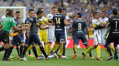 Teófilo Gutiérrez se burla de Boca Juniors con festejo 'a lo River Plate'