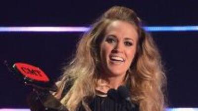 Carrie Underwood triunfa en la entrega de los CMT Awards 2014