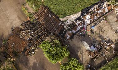 Árboles, postes y paredes derribadas: Así golpeó el debilitado huracán Willa la costa del Pacífico mexicano (fotos)