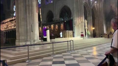 Así sonaron las alarmas dentro de la catedral de Notre Dame cuando comenzó el incendio