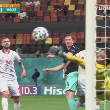 ¿Cómo lo hizo? Dimitrievski 'vuela' y evita el gol con un atajadón