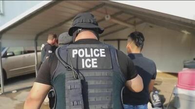 Inmigrantes en Mississippi temen volver a trabajar tras redadas masivas
