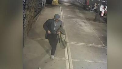 Revelan imágenes de una persona de interés en el caso de la muerte de un ecuatoriano en Queens