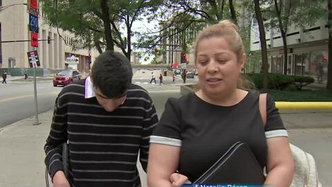 Una madre hispana lucha por obtener la visa U y quedarse en EEUU con su hijo invidente