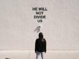 De Nueva York a Nuevo México: el performance contra Trump que el actor Shia LaBeouf tuvo que mudar