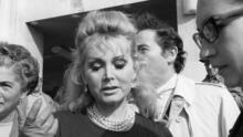 Muere Zsa Zsa Gabor, celebridad de Hollywood de papeles secundarios que se casó ocho veces